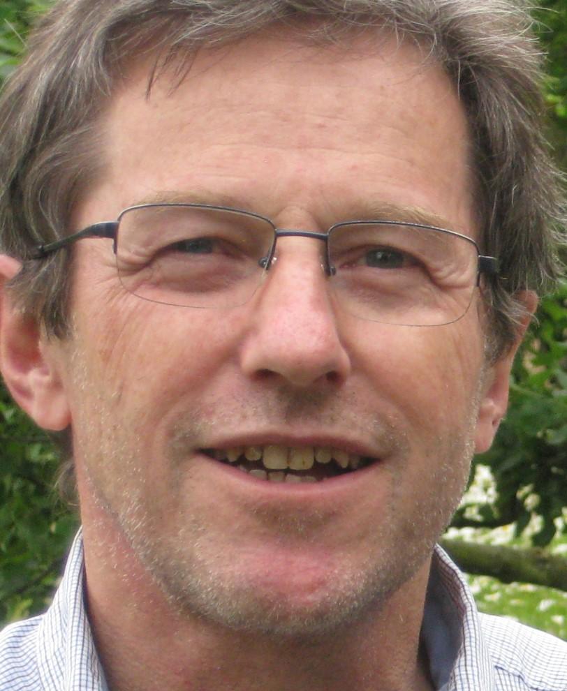 Alfred Käppeli arbeitet mit ASKIAS Lasersystemen