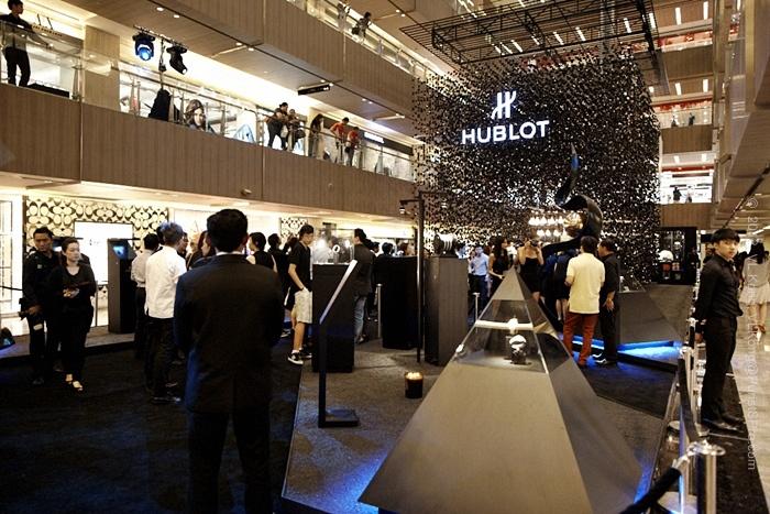 Hublot display in shopping center