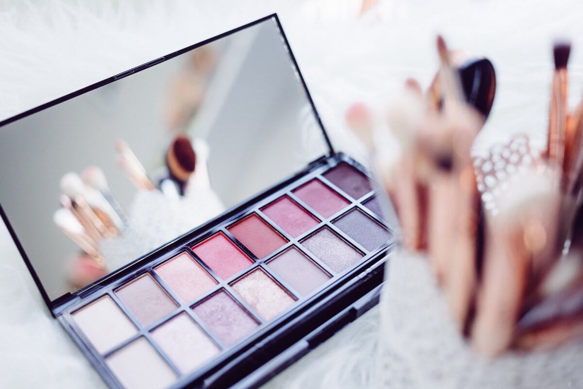 Makeup palette with brush