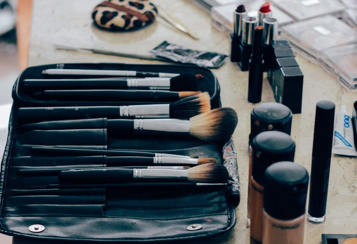 Pack of makeup brushes