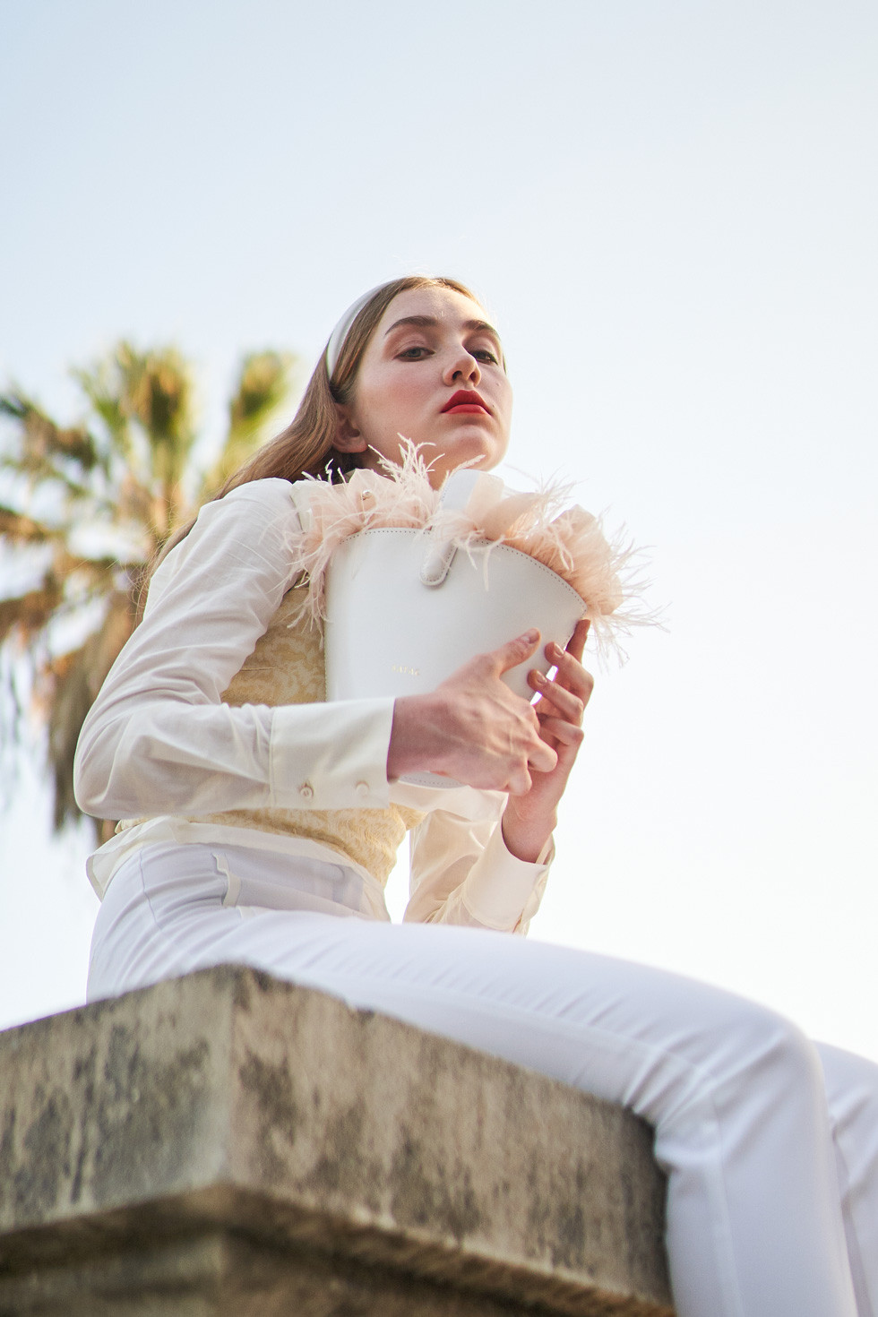 Atelier Batac is a high quality and hand-craft bag brand from Barcelona. After a target and visual identity study, we partnered them with Studio Fantastique, a clothing brand, for it's Brides Collection.