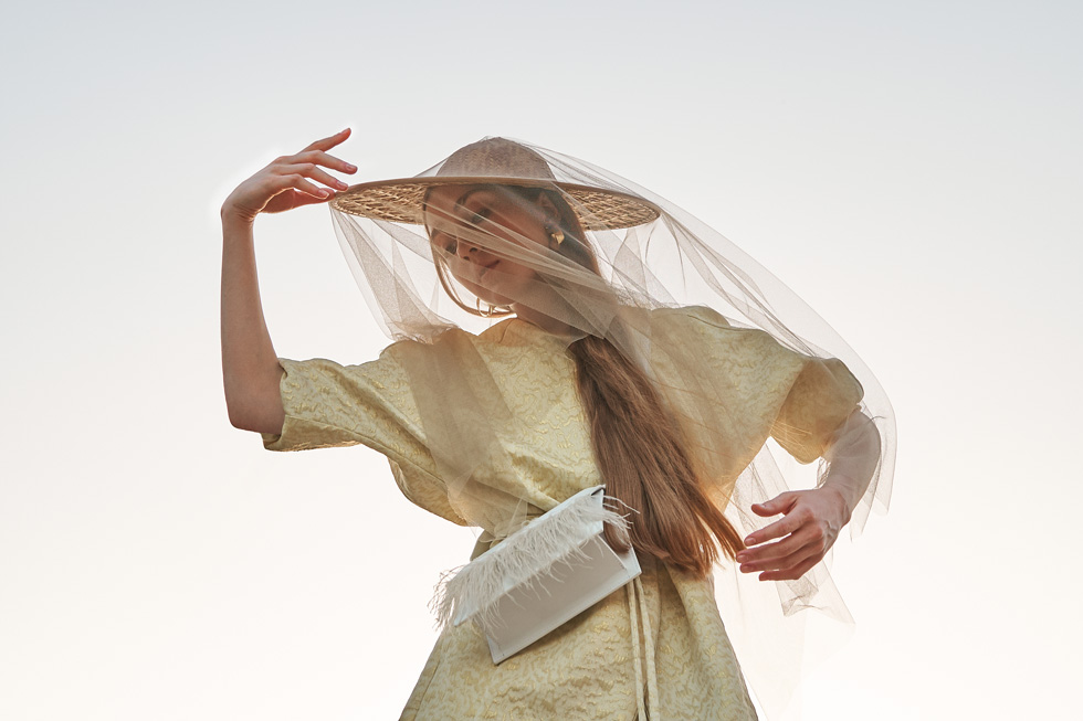 Atelier Batac is a high quality and hand-craft bag brand from Barcelona. For it's Brides Collection we wanted to reflect the uniqueness of their pieces by showing a modern bride with no restrictions from conventions. After a target and visual identity study, we partnered with Studio Fantastique for it's special and elegant garments.