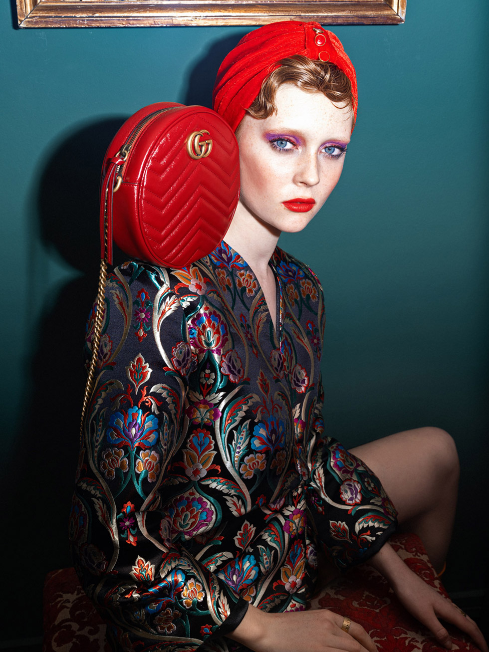 With award-winning photographer Elena Iv-Skaya, we developed this editorial project for Marie Claire. Having a world confinment situation due to the pandemic, we needed to show a woman who was in love with fashion and luxury even if she has to stay at home. We used a mix of luxury brands and bespoke products from local artisans.