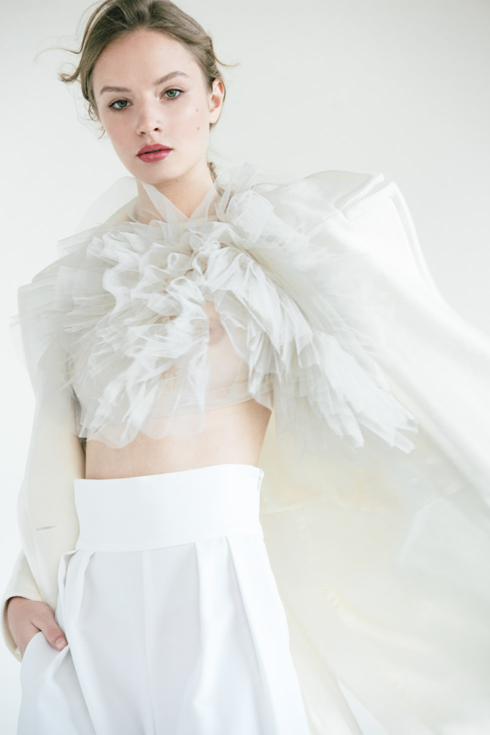 Co-production between three bridal brands to welcome the possibility of getting married again after the pandemic. Joining resources they could maximize their reach while working with one of the best fashion photographers in Spain.