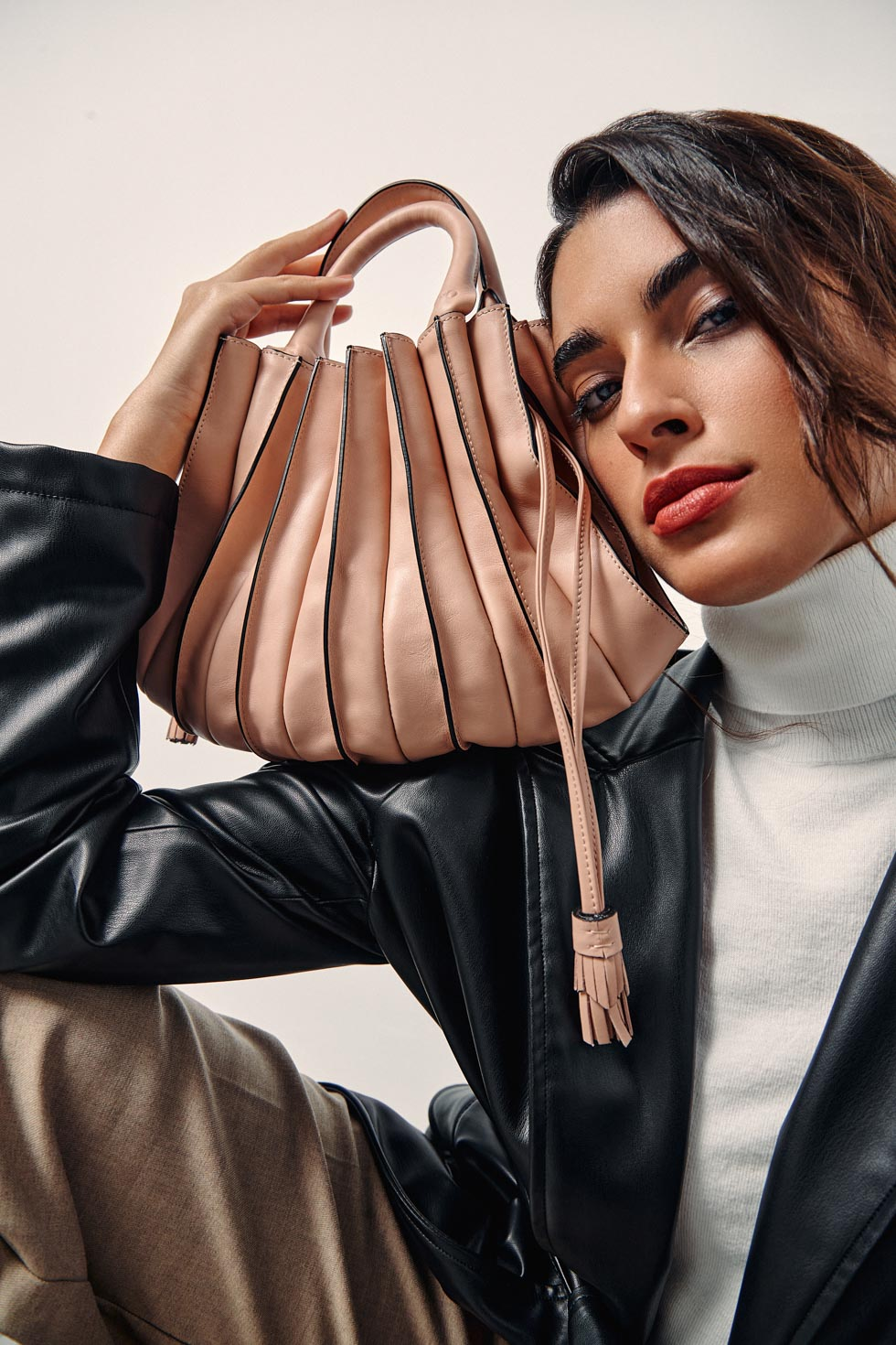 Lupo is a well-known luxury brand from Barcelona est. 1920. They contact us not only for their new photo campaing, but also to help they define their target and they styling. The intention was to rejuvenete the brand and making it trendier while keeping it classy.