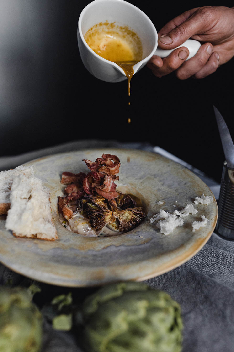 Together with top photographer Raquel Benito, we developed the new photo image for Kabusha Restaurant. We needed to show the proximity food and grilled expertise. Therefore we made dark, strong images, using fire and texture.