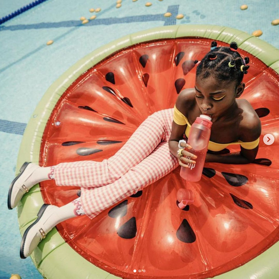 Contacted by producer Camila Konig, we partnered with german Agency Tres Bien to work on the art direction and styling for Air Up new summer campaign. We wanted a colorful and inspirational mood using the colors from the brand new flavours.