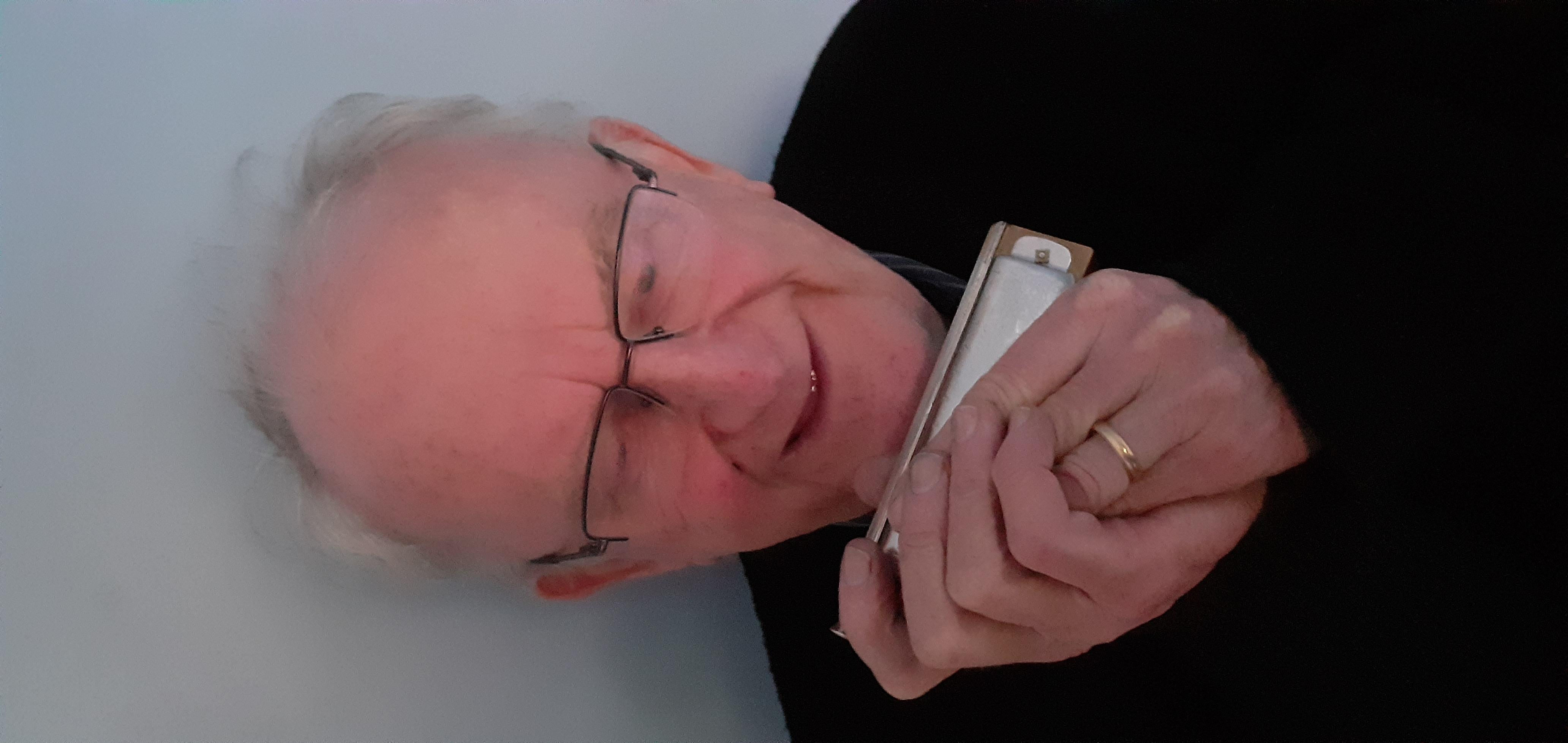 Le Andy Ó Súilleabháin ( Trí Zoom)