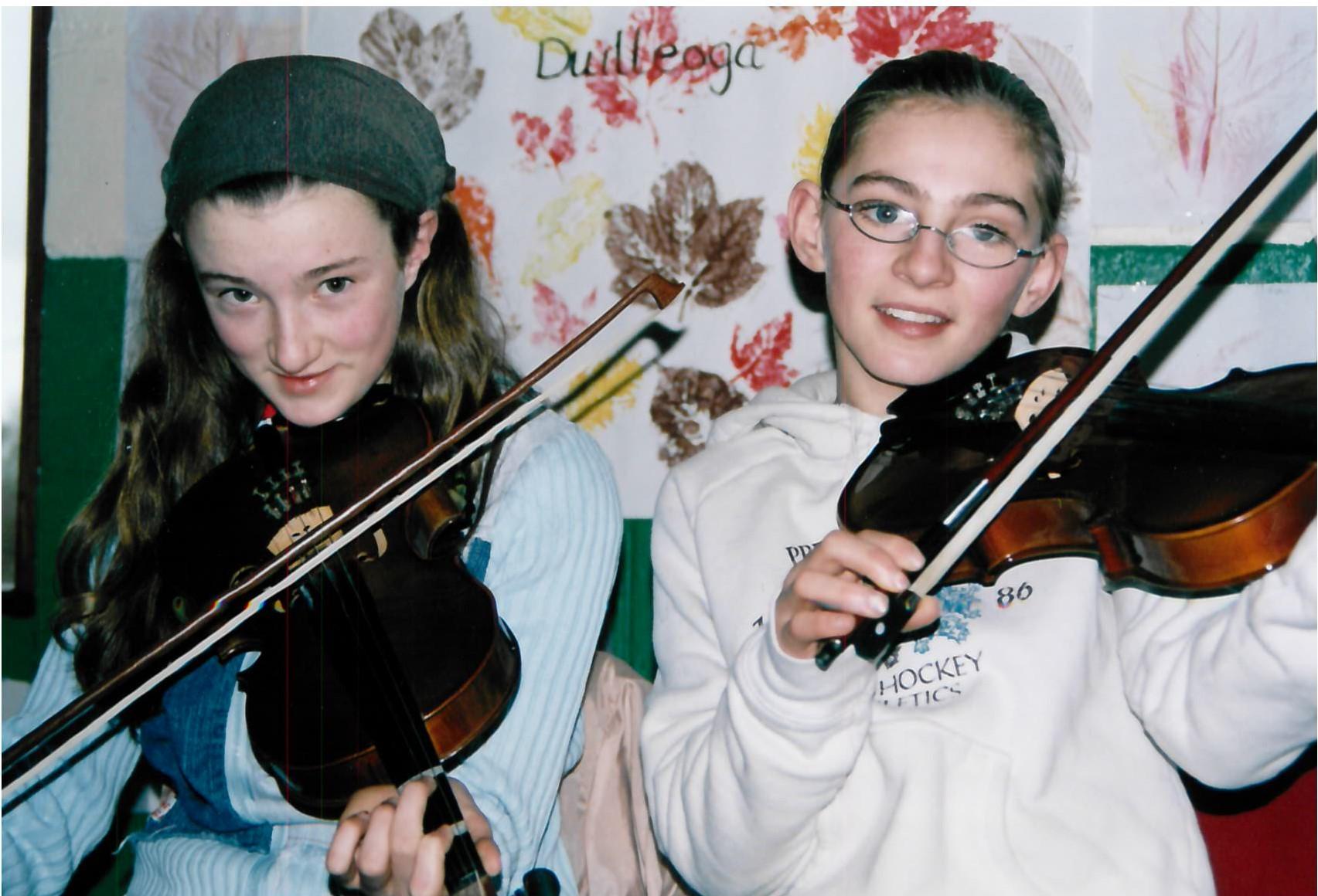 Cliodhna Ní Bheaglaoich & Micéala Ní Mhuircheartaigh i mbun na fiddile