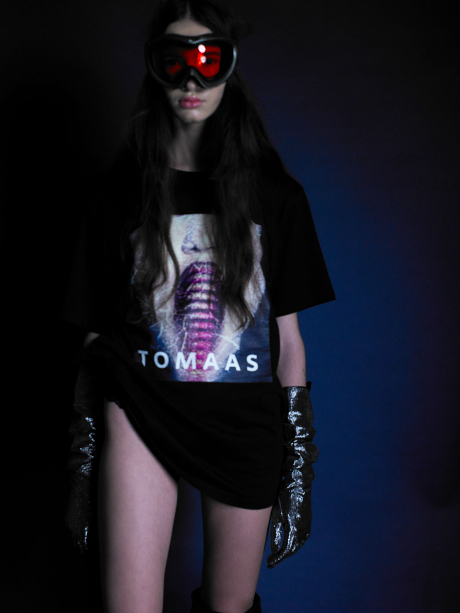 gloves : thomasinegloves T.shirt : TOMAAS boots : seyit ares