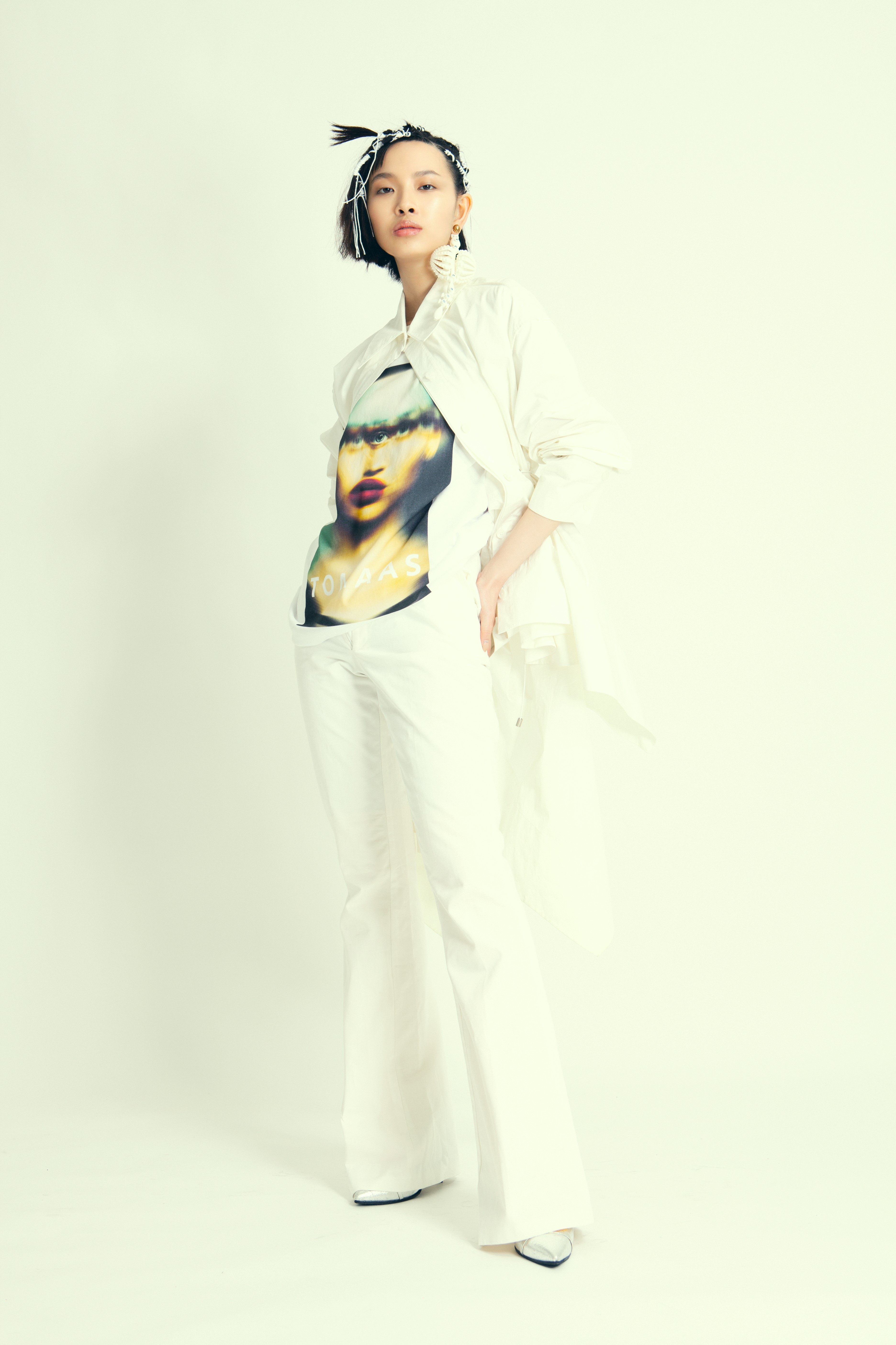 T-shirt : Tomaas White flare pants : Louise Marcaud White long shirt : Besfxxk  Silver pumps : Soulyé Sapphire droplet earring : Diana Law