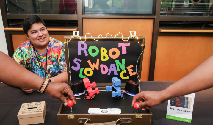Squinky showcasing their game Robot Slowdance