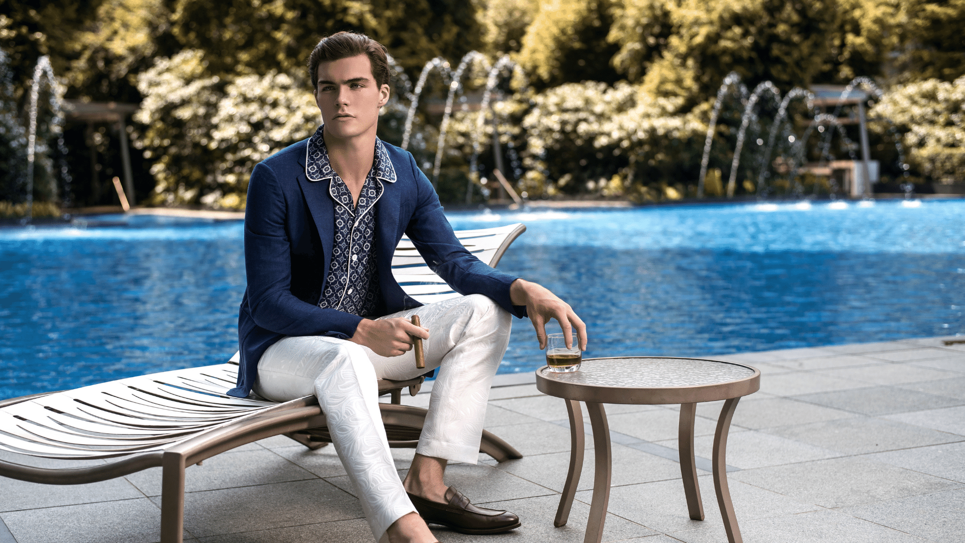 Founded by Matthew Gideon, DEBONEIRE is a luxury menswear label that creates unique timeless suits intertwined with elements of the classic and the contemporary.