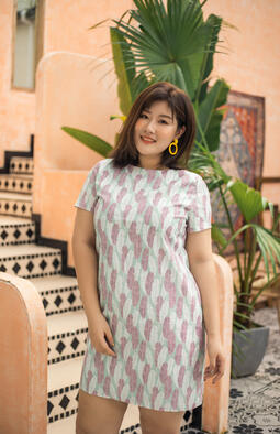 Being a petite plus-size woman herself, Sophia Hung realised that there was a gap in the market for plus-size clothing tailored to the Asian woman's body structure. With this thought in mind, The Amber Loft was founded to offer beautiful, functional and flattering clothes to petite plus-size women.