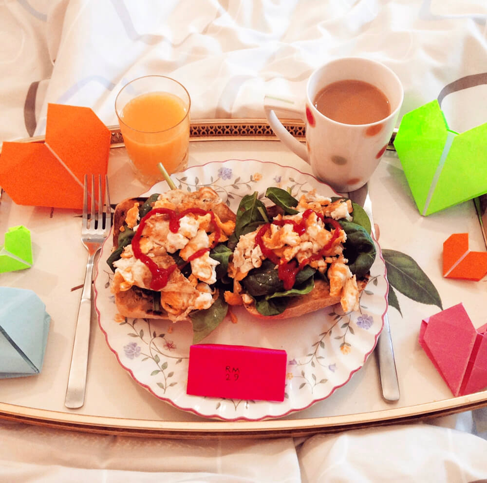 Mother of Grom Valentines . Breakfast in Bed !