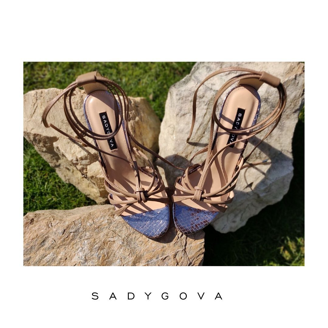Привабливі, витончені, мінімалістичні - головні ознаки модної пари босоніжок теплого сезону. ⠀ Саме у таких можна буде довго гуляти по міських вулицях, не відчуваючи втоми. ⠀ Ціна - 3000грн. ⠀ #sadygovaheels #sadygovaeva #sadygova...