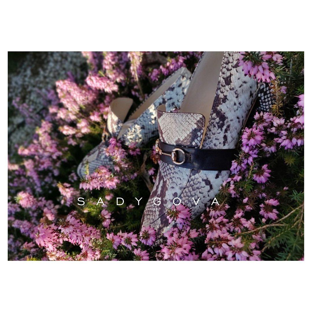 Don't be the snake in the grass... ⠀ Лофери, які просто невагомі! ⠀ Верхня та внутрішня частина виконвна з натуральної  італійської шкіри. Підошва - натуральна шкіра. Висота каблука-35мм ⠀ Ціна - 3200₴