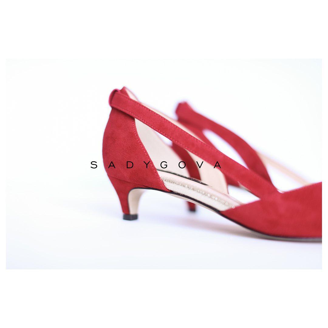 Туфлі SECRET red. ⠀ Комфорт і шик!!!!Натуральна італійська велюрова замша. Каблук - 35мм. ⠀ #sadygovasecret ⠀ #sadygovaheels #sadygova #incredibleshoes