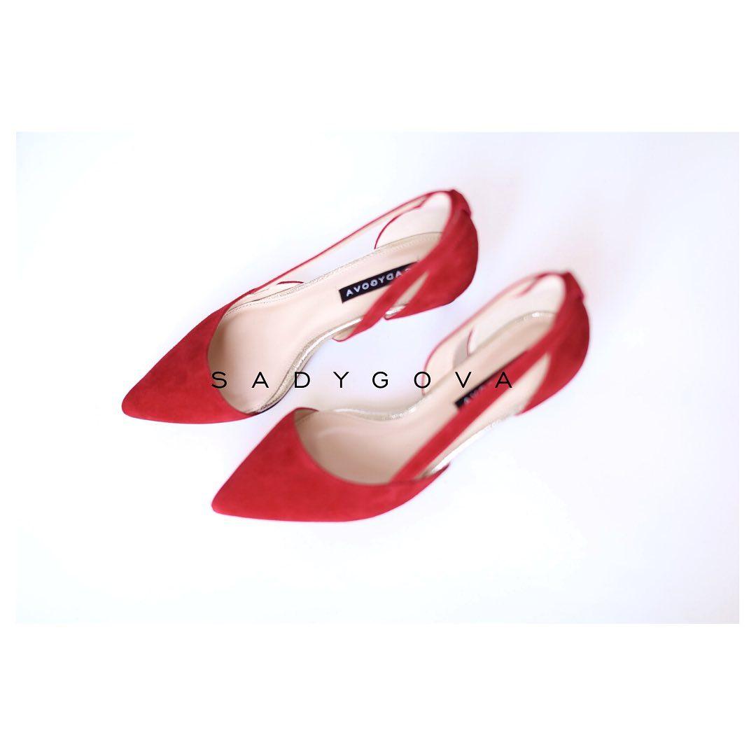 Туфлі SECRET red. ⠀ Натуральна італійська велюрова замша . Каблук - 35мм. ⠀ #sadygovasecret ⠀ #sadygovaheels #sadygova #incredibleshoes