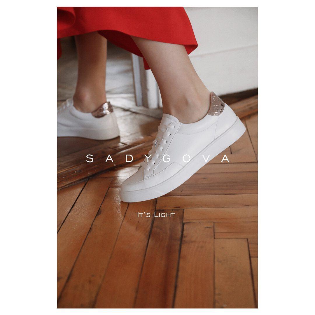Базові білі кросівки –основа будь-якого гардероба. Класичний дизайн і універсальний колір роблять їх абсолютним фаворитом. ⠀ Натуральна високоякісна італійська шкіра. 36-39р. ⠀ 2600грн.  #sadygovalight #sadygovaheels #sadygova #i...