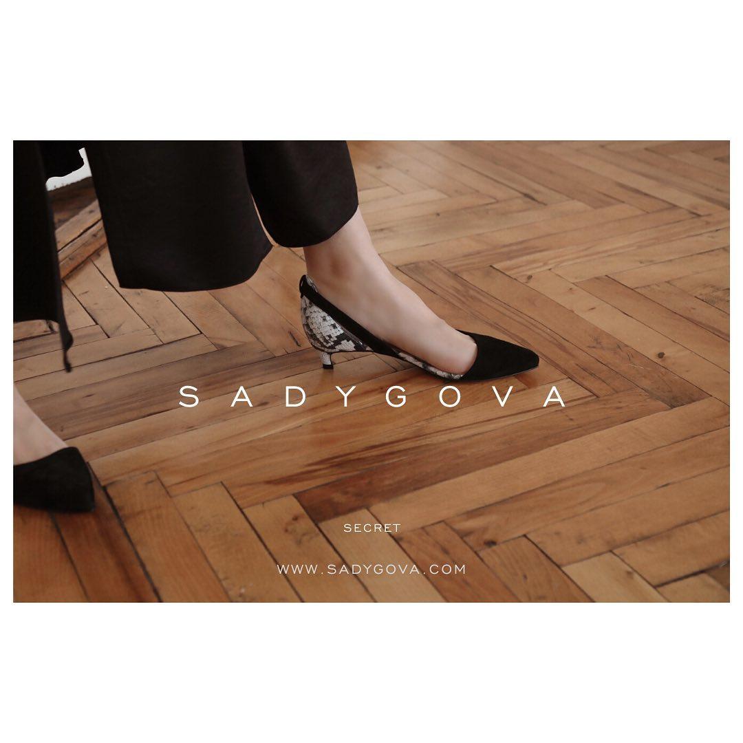 It's a SECRET. ⠀ Натуральна італійська велюрова замша в поєднанні з фактурним «пітоном». Каблук - 35мм. ⠀ #sadygovasecret ⠀ #sadygovaheels #sadygova #incredibleshoes #взуттяукраїна #взуттяжіноче #женскаяобувь #женскаяобувьукраина ...