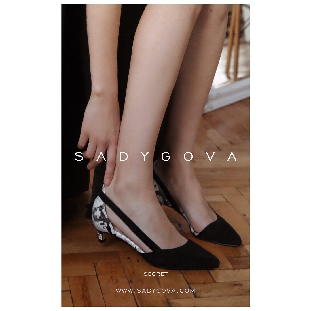 I will tell you a little secret... ⠀ Це ідеальна пара! ⠀ Натуральна італійська велюрова замша в поєднанні з фактурним «пітоном». Каблук - 35мм. ⠀ #sadygovasecret ⠀ #sadygovaheels #sadygova #incredibleshoes#взуттяукраїна #взуттяжін...