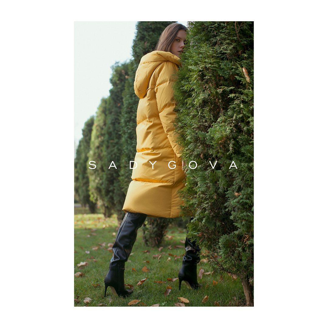 Красиві чоботи із натуральної шкіри відрізняються благородними нотами самого матеріалу. Класична модель на невеликому каблуці виглядає супермодно з вишуканими сукнями, спідницями або джинсами, утепленими пальто ⠀ Чоботи з м'якої і...