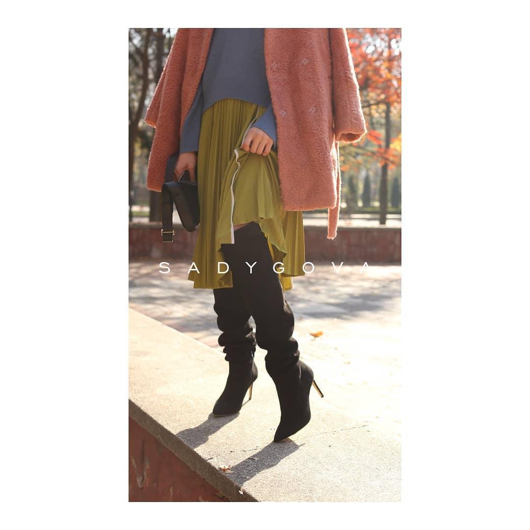Якщо ви ще сумніваєтесь, чи потрібні вам високі чоботи, відповідь - ТАК!!!! Без них осінь не така особлива і стильна!!!! ⠀ Чоботи з тонким утепленням всередині, виготовлені з натуральної  італійської велюрової замші та комплектуюч...