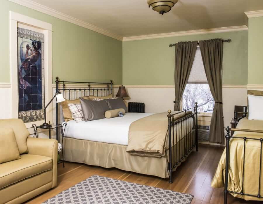 Deluxe king at the Chamberlin inn hotel