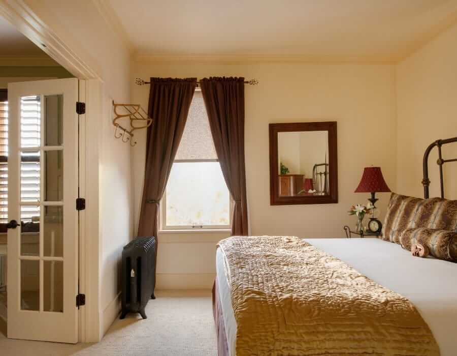 King suite at the Chamberlin inn Cody Wyoming