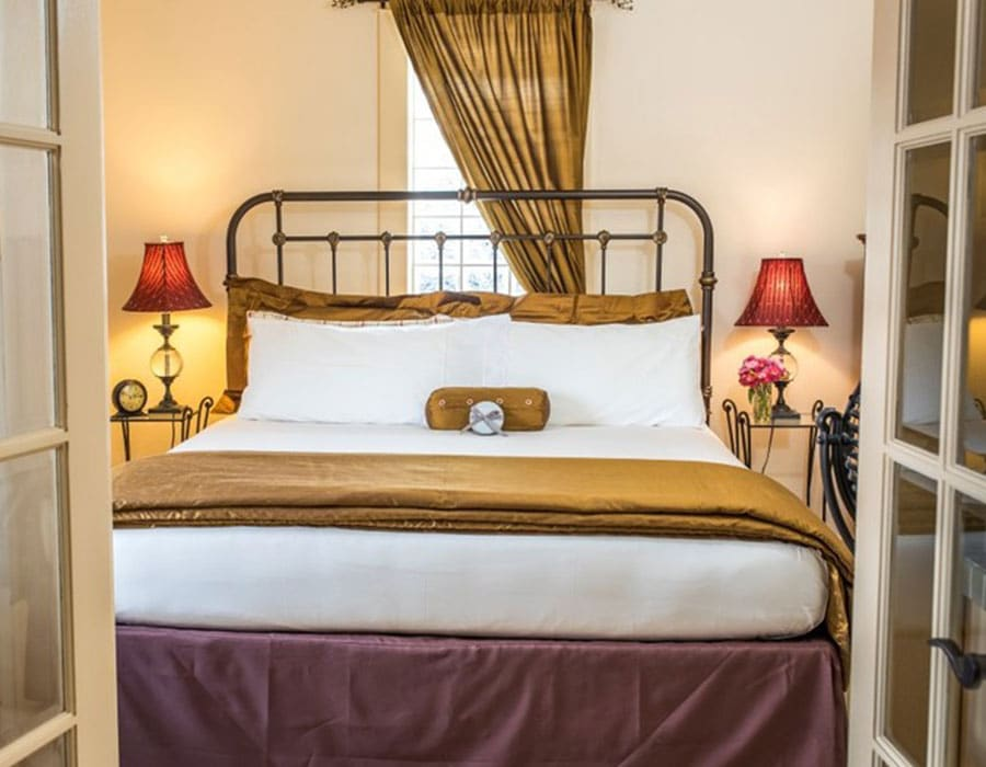Queen suite at the Chamberlin inn small boutique hotel