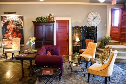 Chamberlin Spirits lounge at the Chamberlin inn