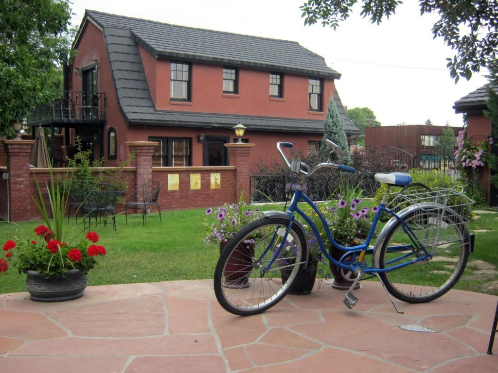 A bike parked on the patio of the Chamberlin inn Courtyard