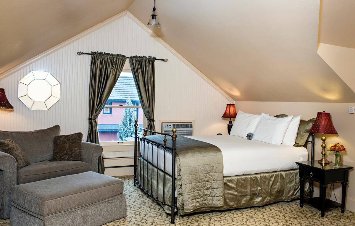 Queen suite at the best luxury hotel in Cody