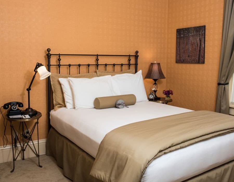 Queen bed at the best luxury hotel in Cody