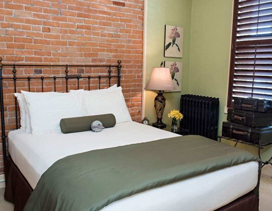 Queen suite at the best boutique hotel in Cody Wyoming