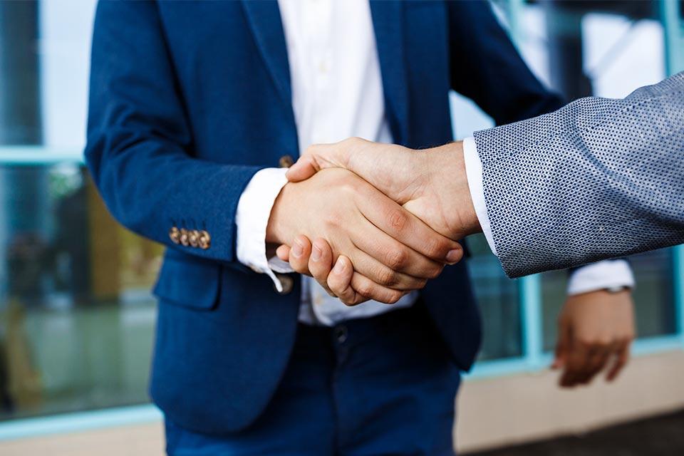 經中潤轉介到指定伙伴,提供「白居二補額貸款」計劃