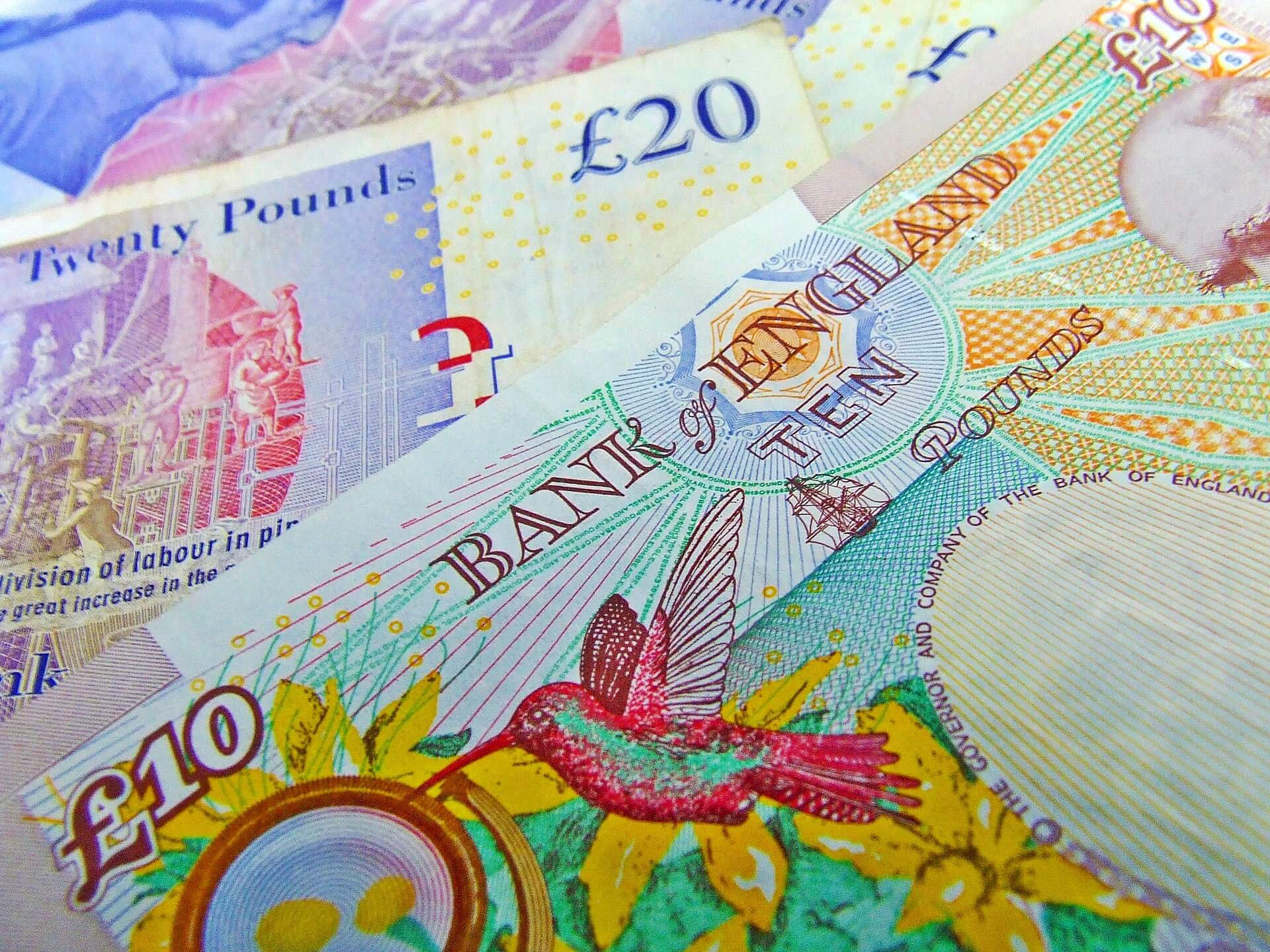 English bank notes represent discounts given to dis loyal customers