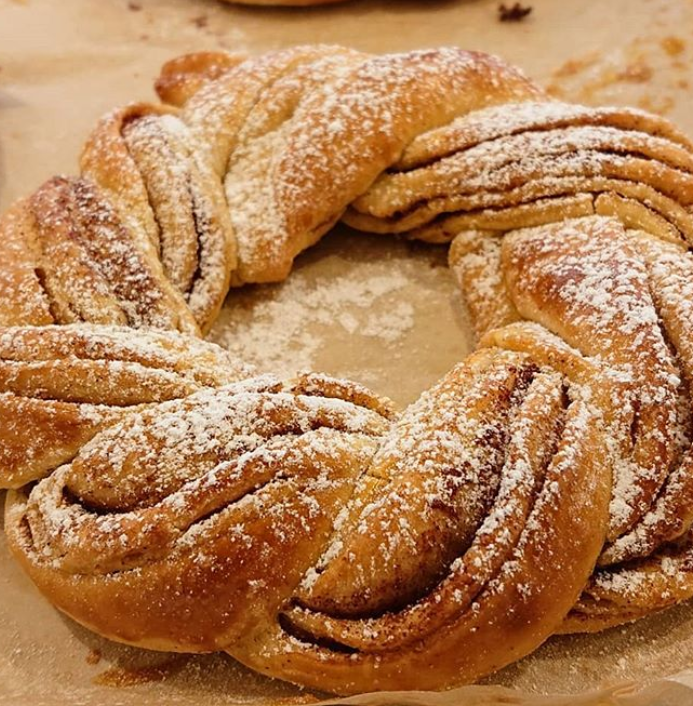 baking like this cinnamon ring from Brave Bakers could make great gifts in glasgow