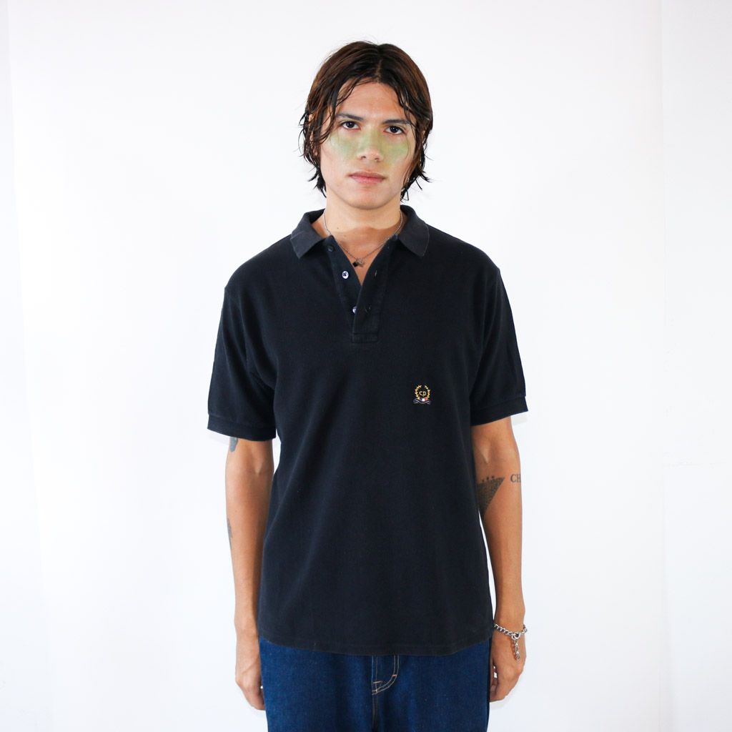 Just an easy, relaxed and lightweight polo. Perfect for your summer evening dates.