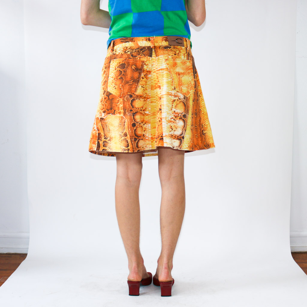 Ok. Timeless, sexy, and that one piece to level up your wardrobe. An iconic skirt that will make any outfit look good.