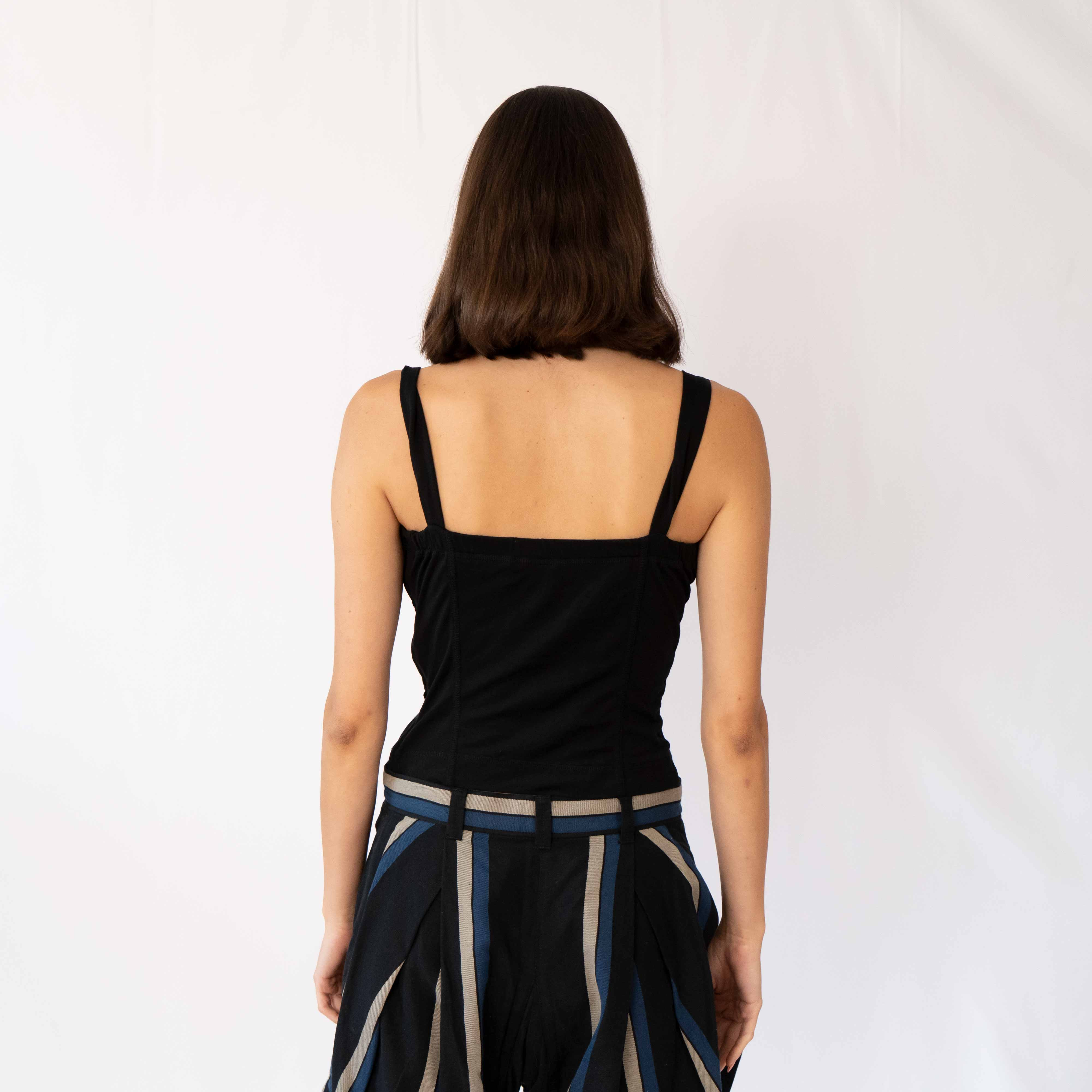 The simplest top with just the best fit. The zipper in the back creates a form-fit for this cotton crop top. The strings are also adjustable so you can make the bust tighter or looser!