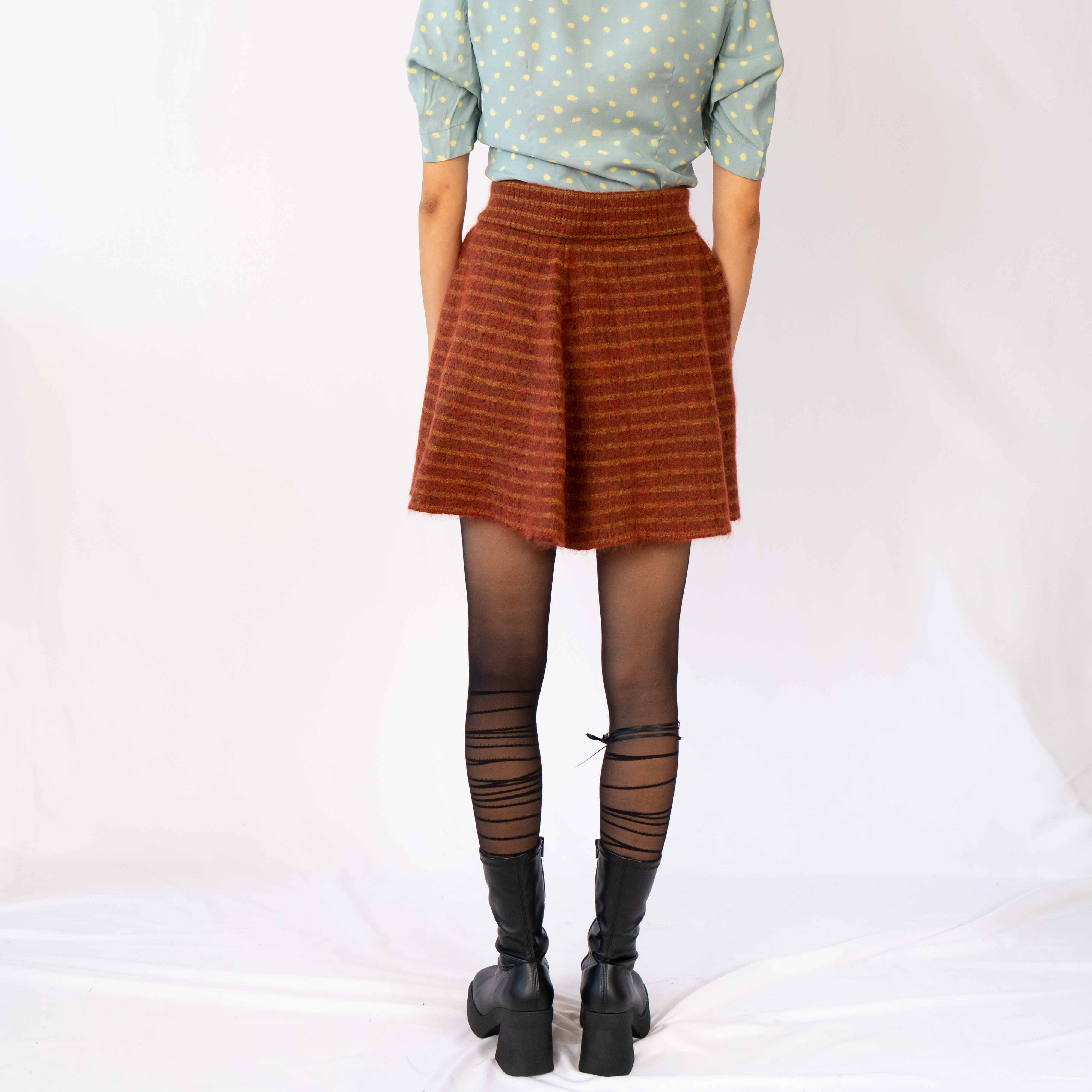 Nothing like fine wool for a chilly winter. This skirt will keep you warm while also keeping you fabulous.
