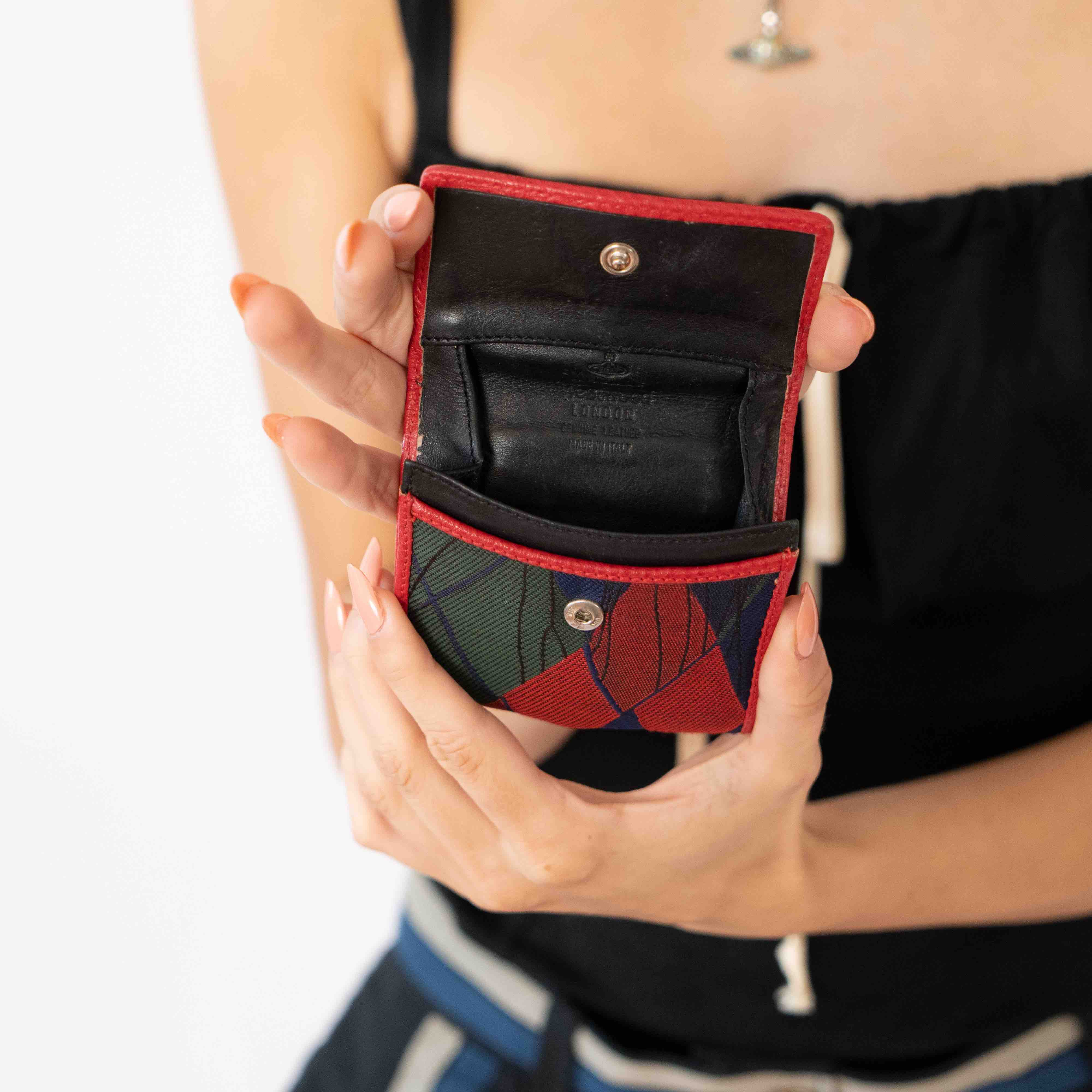 This small little coin purse is not only great for your extra change, but it's also an amazing hiding place for all your secret bad habits. That's all I'll say.