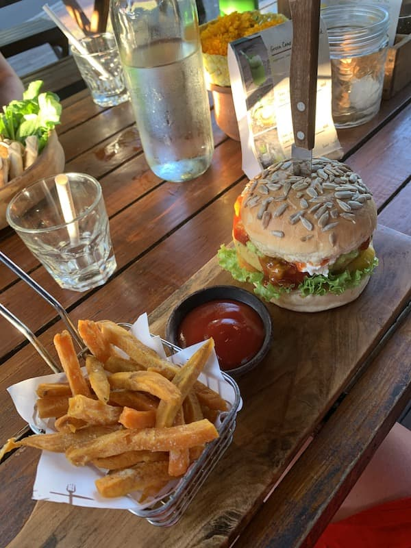 Bukit Cafe Uluwatu Burger