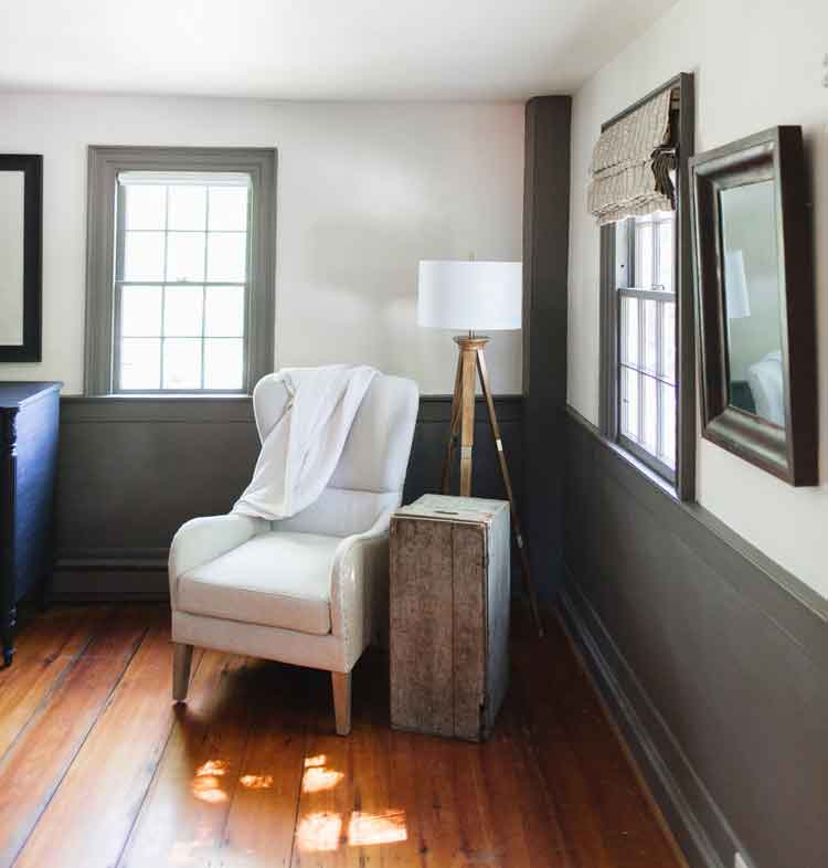 Located at the top of the stairs as you enter the front door, The Samuel Room is a charming space that features a queen size iron poster bed, an en suite bath with a walk-in shower, and original hardwood floors.