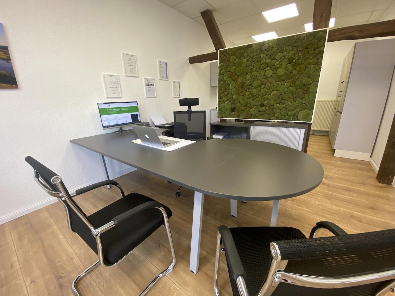 Büro mit Sitzgelegenheiten für Baufinanzierung