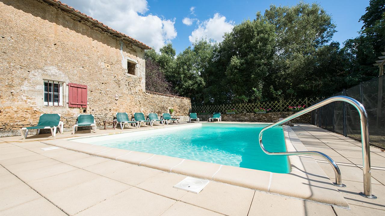 piscine Gite Epique Studio Puy du Fou Production