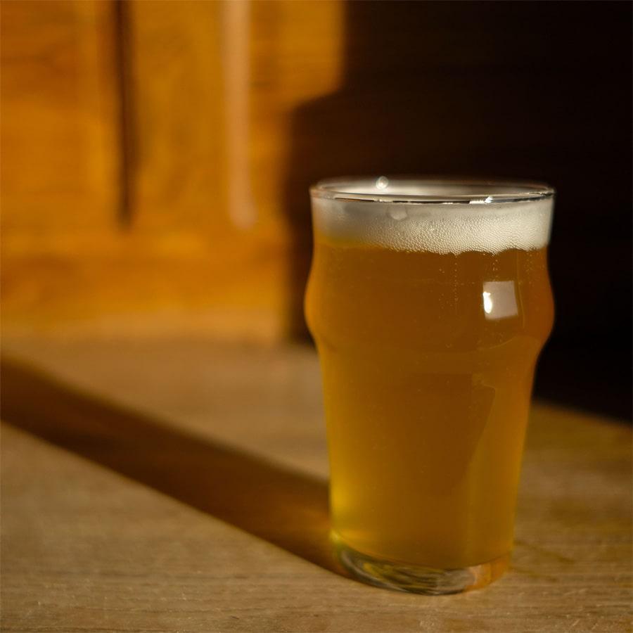 Bière locale pression au Café Brochier, café, hôtel, restaurant à Saint-Julien-en-Vercors, au coeur du Parc Naturel.