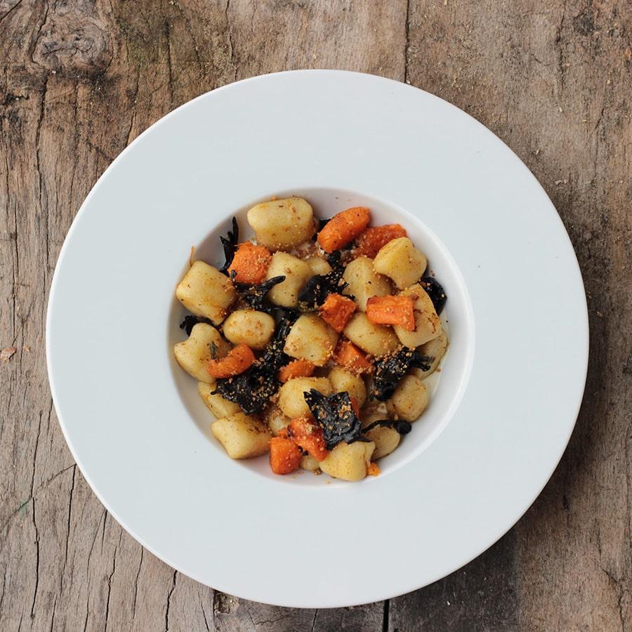 Gnocchis de pomme de terre, champignons et courge à emporter au Café Brochier, café, hôtel, restaurant à Saint-Julien-en-Vercors, au coeur du Parc Naturel.
